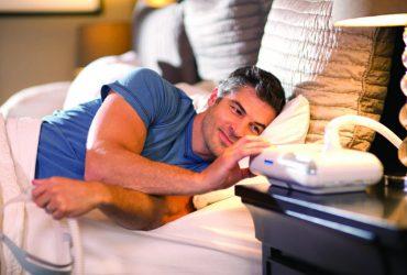 Jak radzić sobie z bezdechem sennym? Aparat CPAP Philips